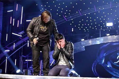 Dave van Vuuren kneeling down in disbelief after being revealed as the Idols SA season 7 winner