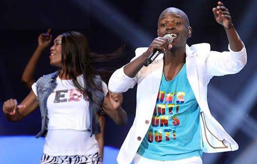Lesese performing with all three judges at the Idols SA Season 10 Grand Finale